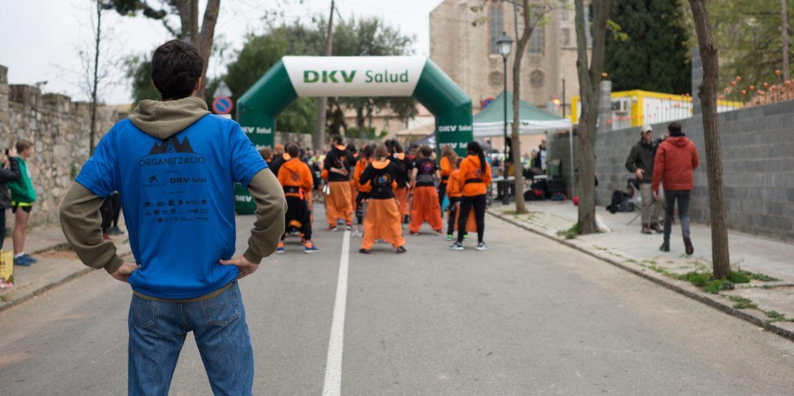Una carrera solidaria con más de 100 voluntarios en el barrio de Pedralbes