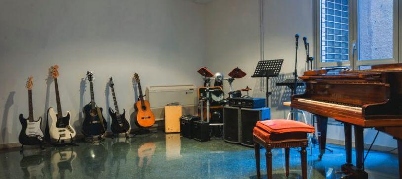 ¿Ayuda la música a concentrarse mejor? Pros y contras de escuchar música durante el estudio